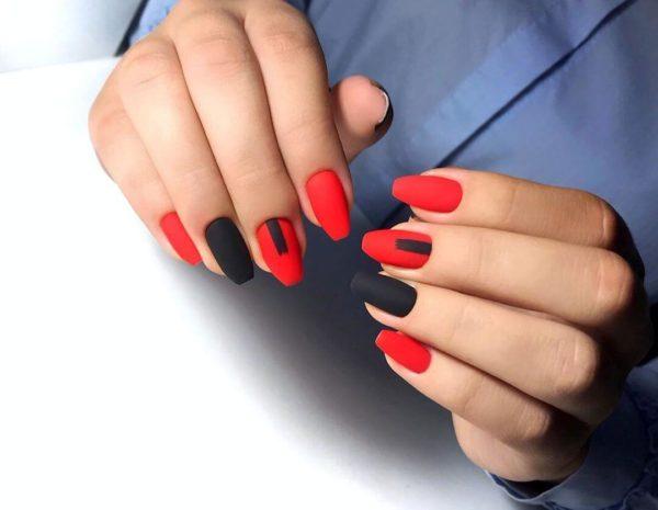 Красно-черный простой маникюр
