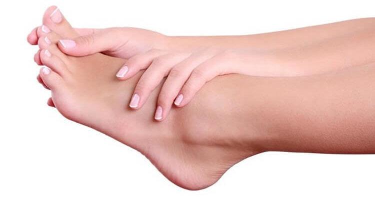 Показания и противопоказания к парафинотерапии ног