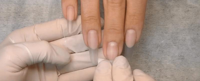 Обработка ногтей обезжиривателем