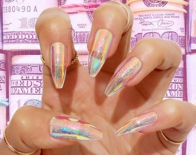 Голографические блестки на прозрачных ногтях