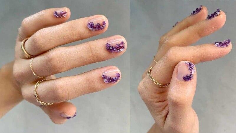 Объемный дизайн на прозрачных ногтях