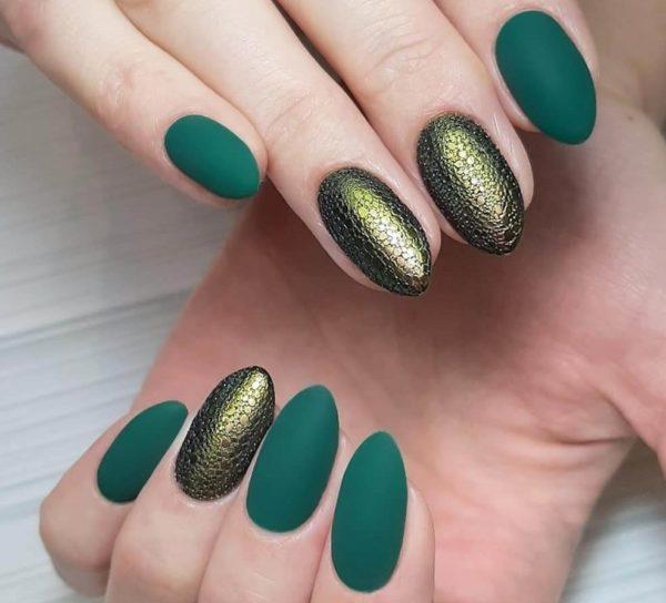 Пузырьковый маникюр в зеленом цвете