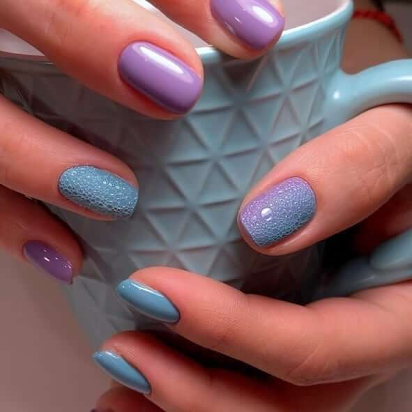 Пузырьковый маникюр в пастельных оттенках на короткие ногти