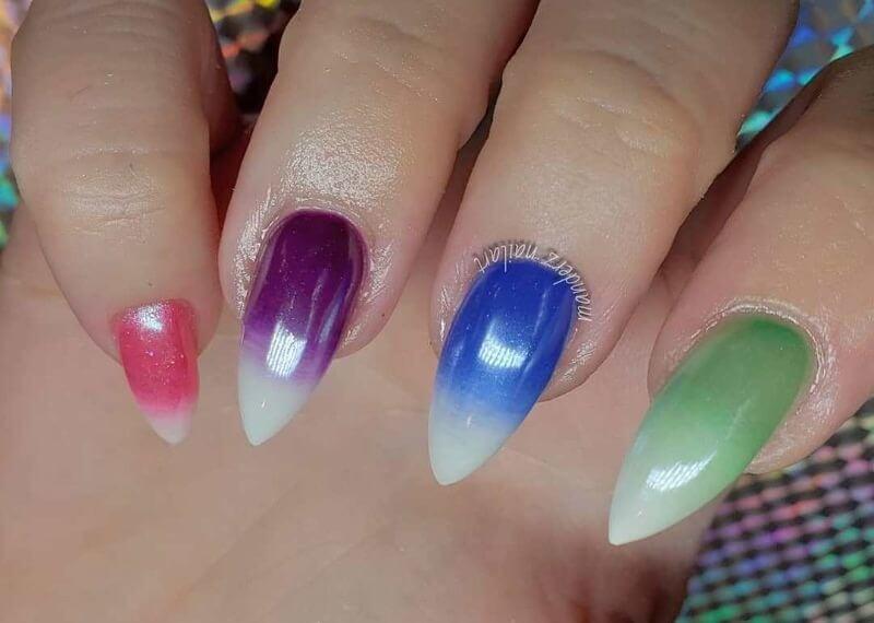 Разноцветный градиент на острых ногтях