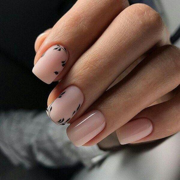 Рисунок на ногтях для офиса