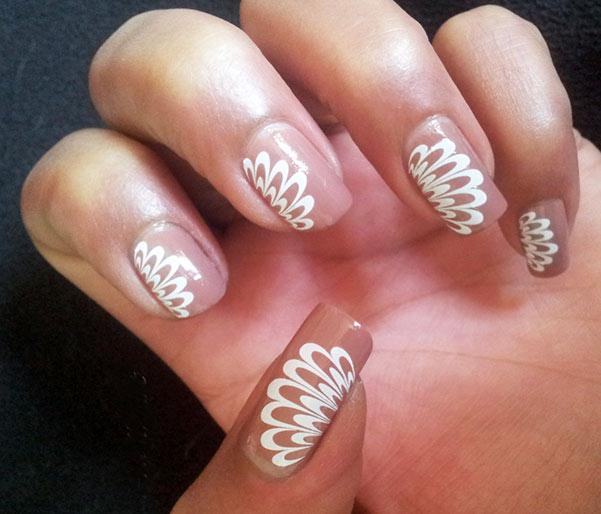 френч с рисунком иголкой на ногтях