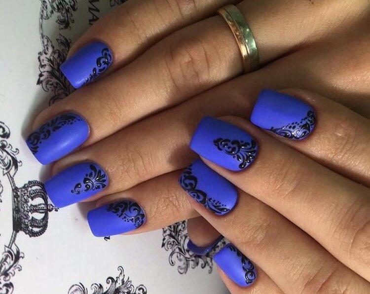 Роспись ногтей синей гелевой краской