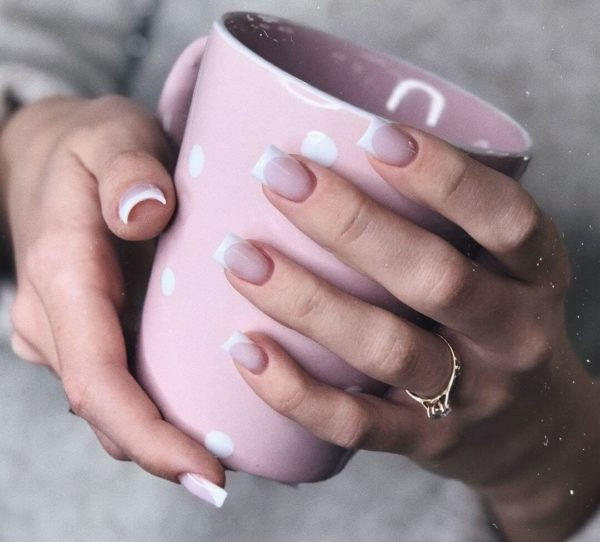 Розовый маникюр на длинные ногти френч