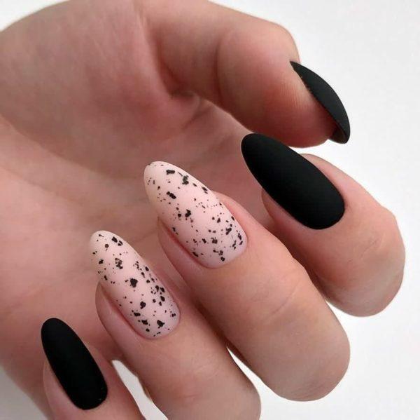 Розовый маникюр на длинные ногти с черным