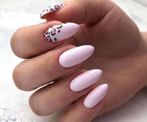 Розовый маникюр с леопардовой расцветкой