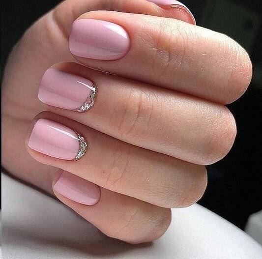 Розовый маникюр руффиани