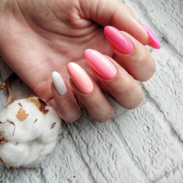 Несколько розовых оттенков на длинные ногти