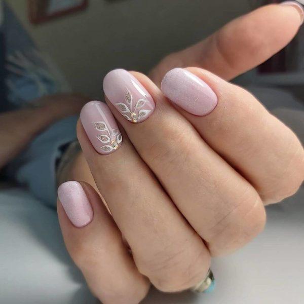 Розовый нежный маникюр