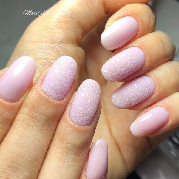 Розовый пузырьковый маникюр
