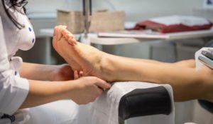 Технология применения салициллового кислотного пилинга для ног
