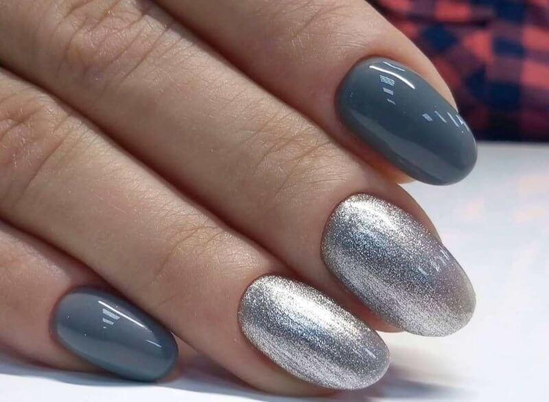 Идеи серебряного маникюра на коротких ногтях