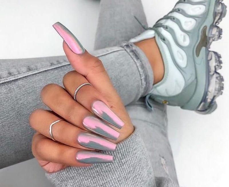 Серый с розовой втиркой нейл-дизайн