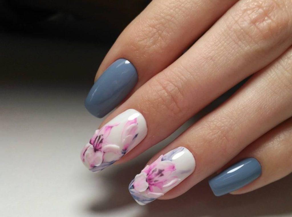Серый дизайн с цветами