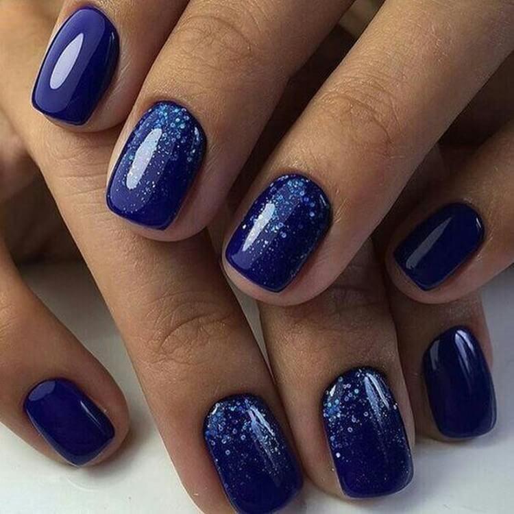 Крупные блестки в синей тональности