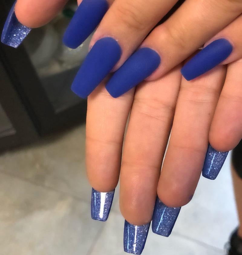 Синий двусторонний маникюр