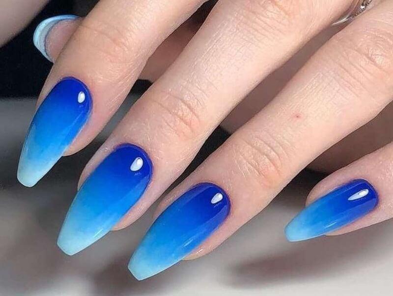 Синий градиент для длинных ногтей