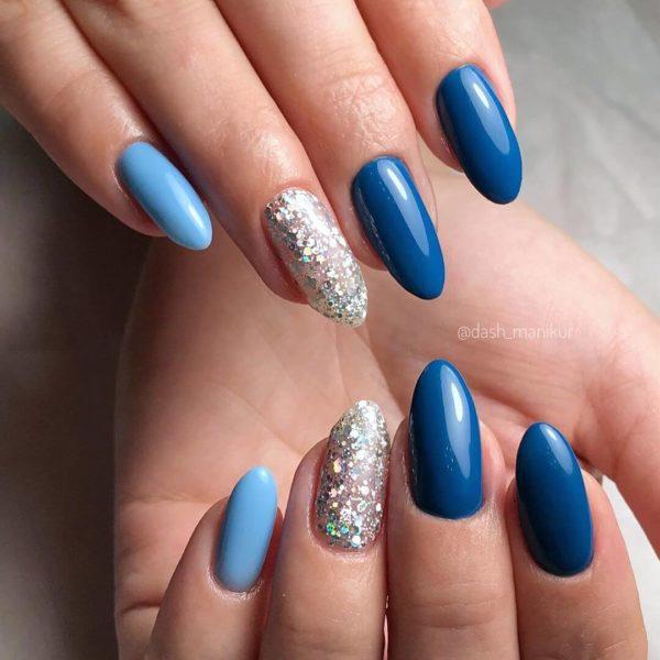 Синий маникюр с голубым