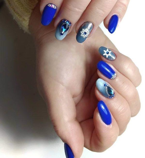 Синий маникюр с градиентом