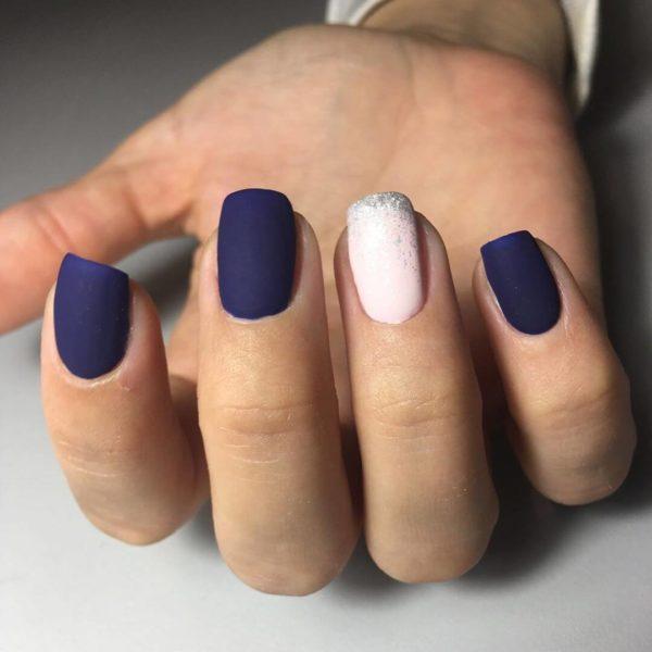 Синий маникюр и нежно-розовый