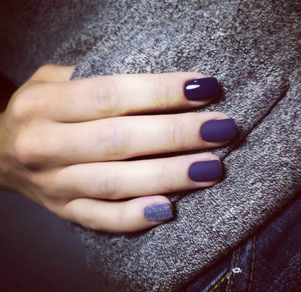 Синий матовый маникюр на короткие ногти