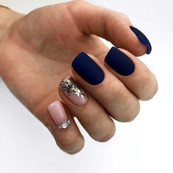 Синий матовый маникюр с розовым