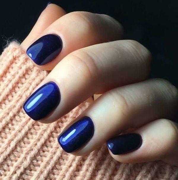 Синий однотонный маникюр
