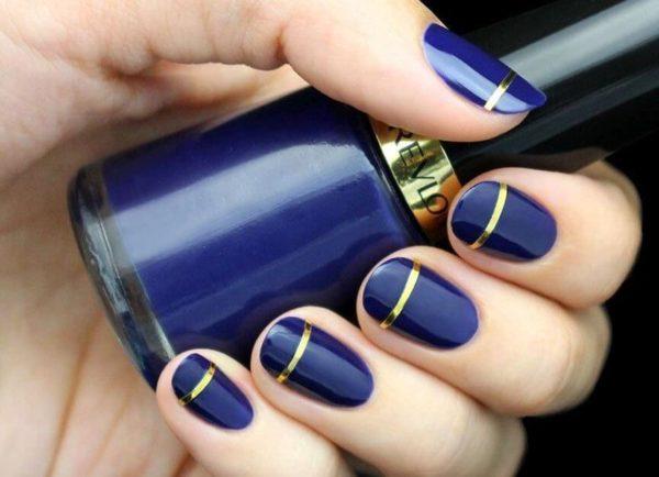 Синий маникюр с золотом