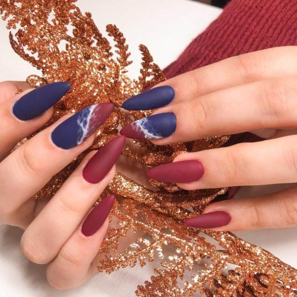 Синий матовый маникюр на длинных ногтях