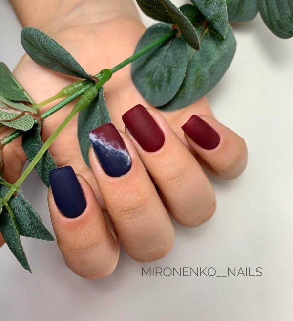 Синий матовый маникюр на квадратные ногти