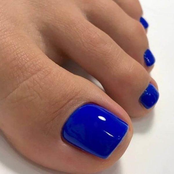 Однотонный синий педикюр