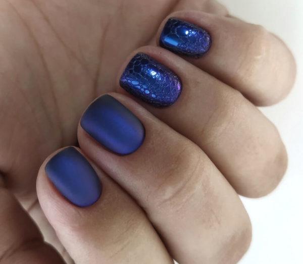 Синий пузырьковый маникюр на короткие ногти