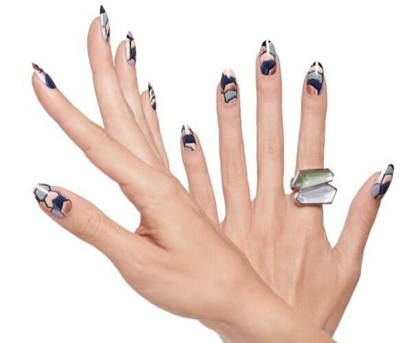 Имитация камней на ногтях