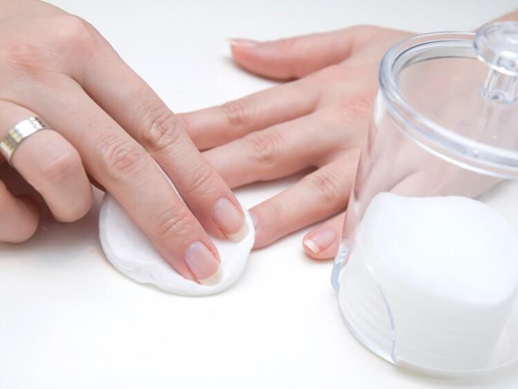 Спиртовой компресс при зеленых ногтях