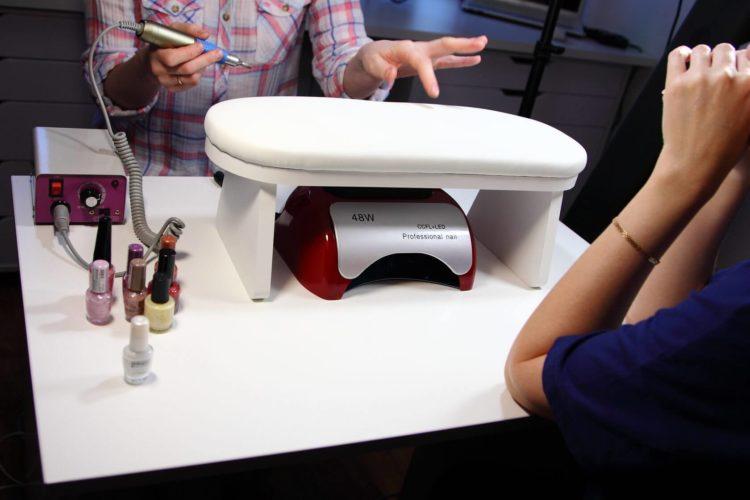 Стол для маникюра с подставкой