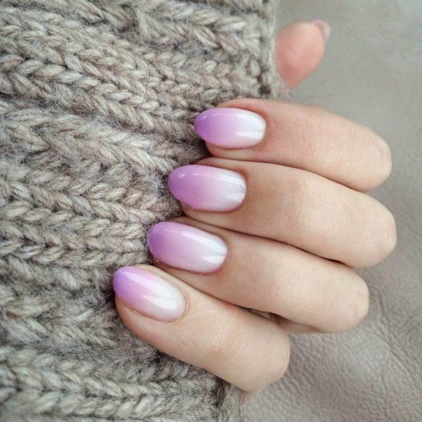 Светлый градиент на короткие ногти