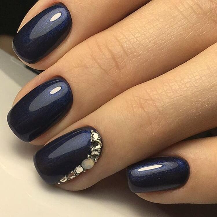 Темно-синий оттенок и стразы