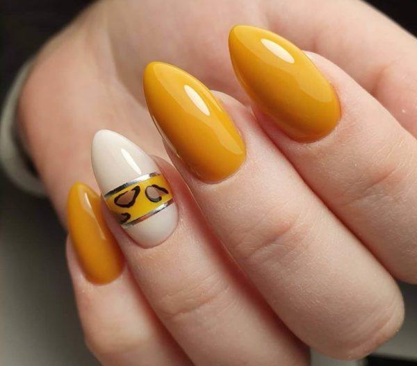 Желтый животный принт