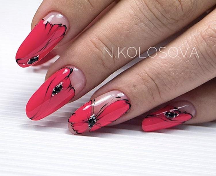 узор крыла бабочки на ногтях