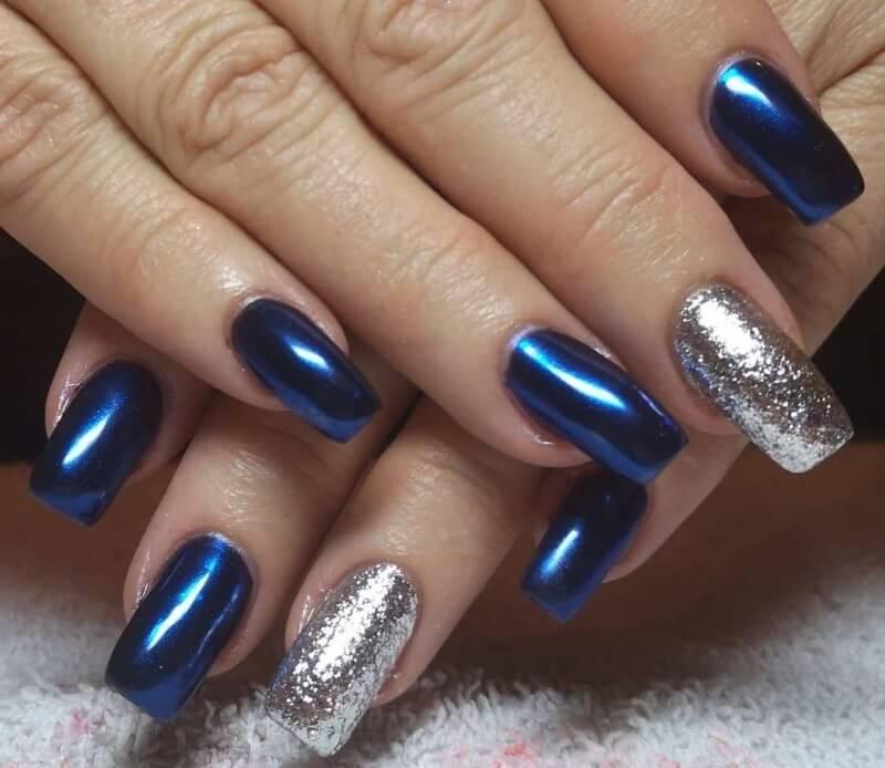 Синий маникюр с серебряным лаком