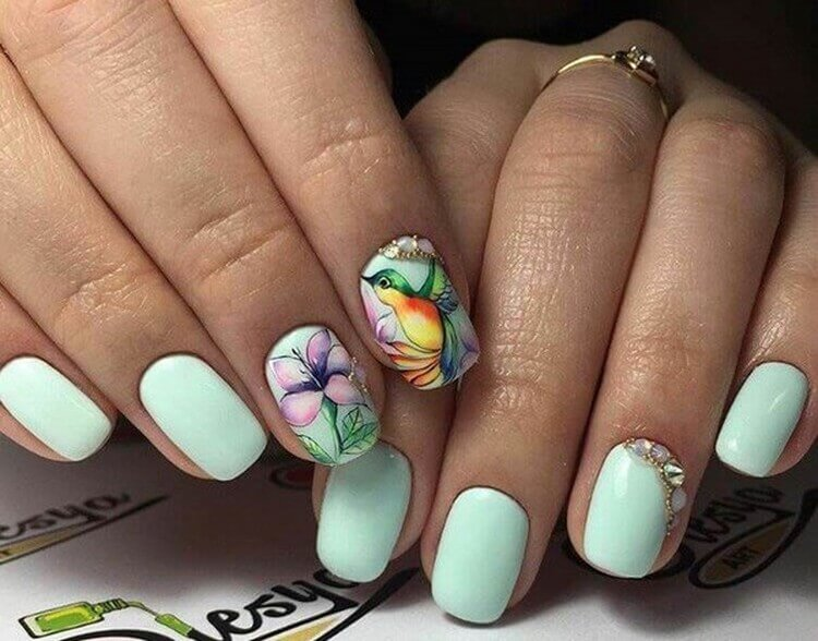Птицы и цветок