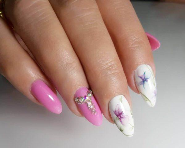Весенний маникюр розовый с белым