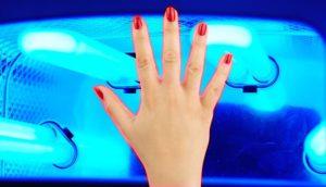 Вредна ли УФ лампа для кожи и ногтей