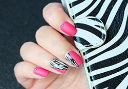 Зебра на ногтях