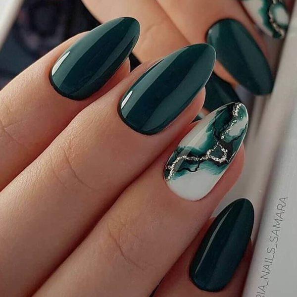 """Зеленый маникюр """"Мрамор"""" на длинные ногти"""