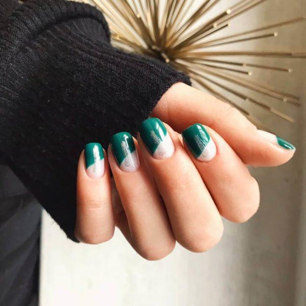 Необычный зеленый маникюр на короткие ногти